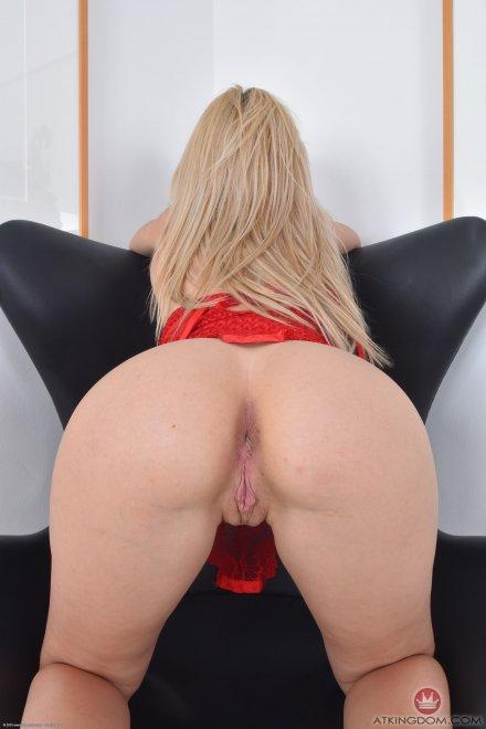 Goldie Porn Photo