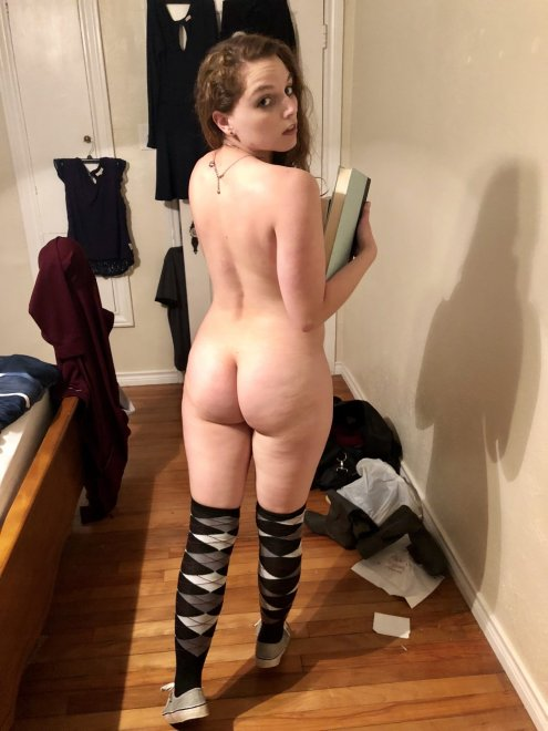 I see you looking 👀 23 [f]🍑 Porn Photo
