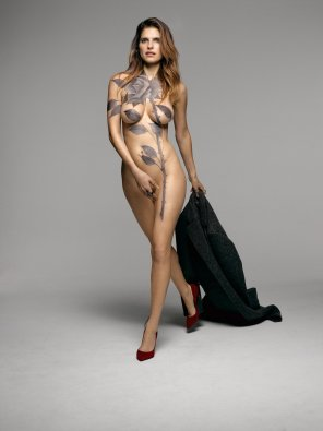 amateur photo Lake Bell body paint