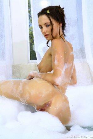 amateur photo Dream Kelly in a bubble bath