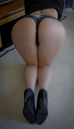 amateur photo Bent over and ready.