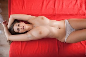 amateur photo Red sheets
