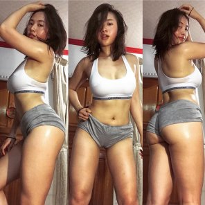 amateur photo PictureWorking Out in Her Calvin Klein!