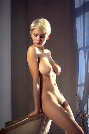amateur photo Short haired blonde