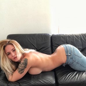 amateur photo jeans coming off