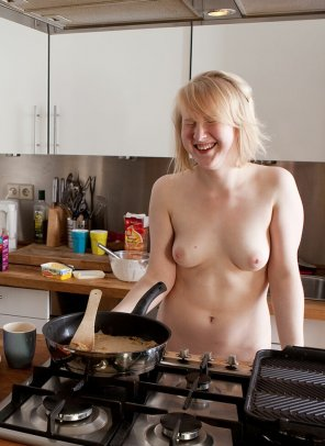 amateur photo Nude blonde chef in the kitchen