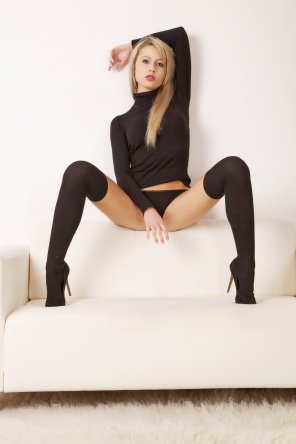 amateur photo Blonde In All Black