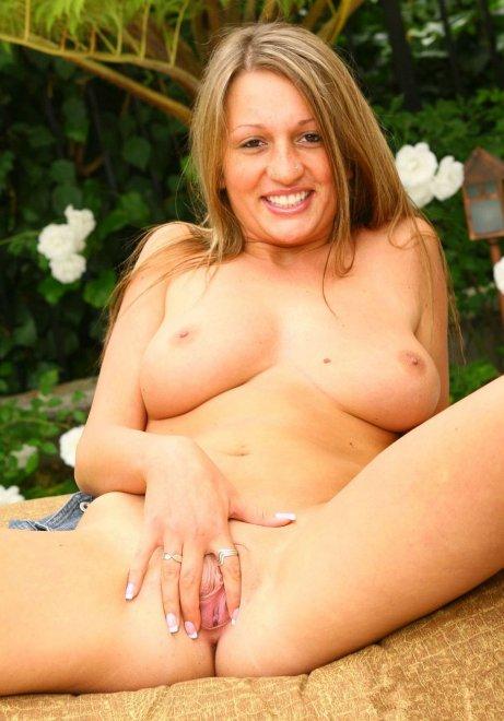 Sadie Sweet is horny Porn Photo