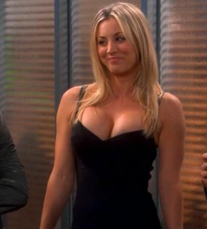 amateur photo kaley cuoco wow