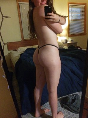 amateur photo Heavy squats and tiny panties