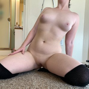 amateur photo [Image] Perky tits and a pale body, so the usual!