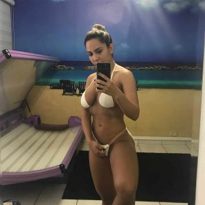 amateur photo Renata Frisson: How to get exact tanlines