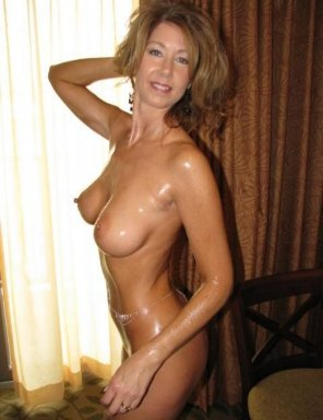 amateur photo Shiny milf