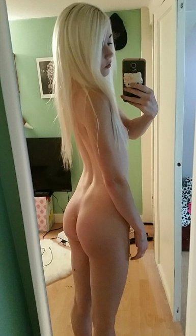 PictureMy favourite blonde cutie's bum Porn Photo