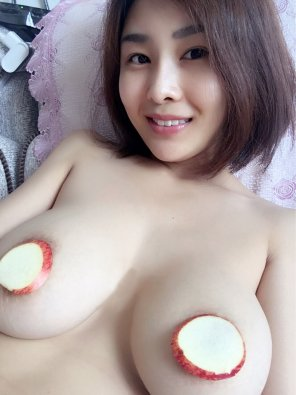 amateur photo Who Like Apples?