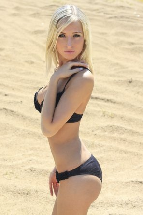 amateur photo Cute beach blonde
