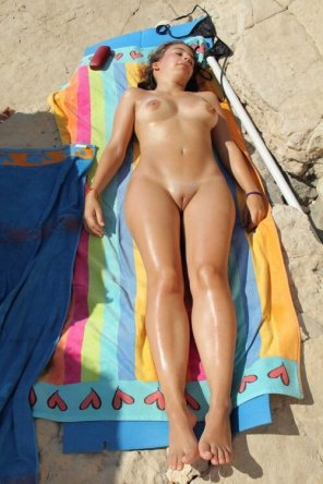 amateur photo Sunbathing girl on nude beach