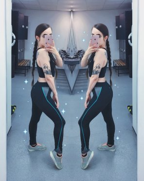 amateur photo Looorah's gym pics. Dat ass