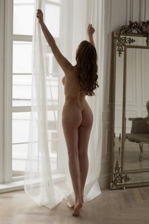 amateur photo Dressing the window