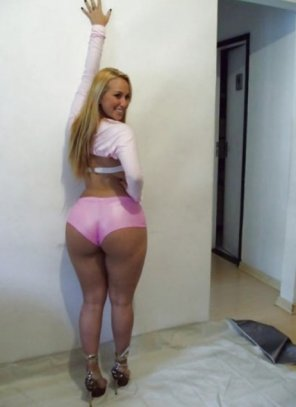 amateur photo Tight pink shorts
