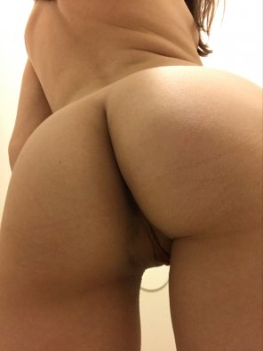 amateur photo My petite ass should be sitting on your face [f]