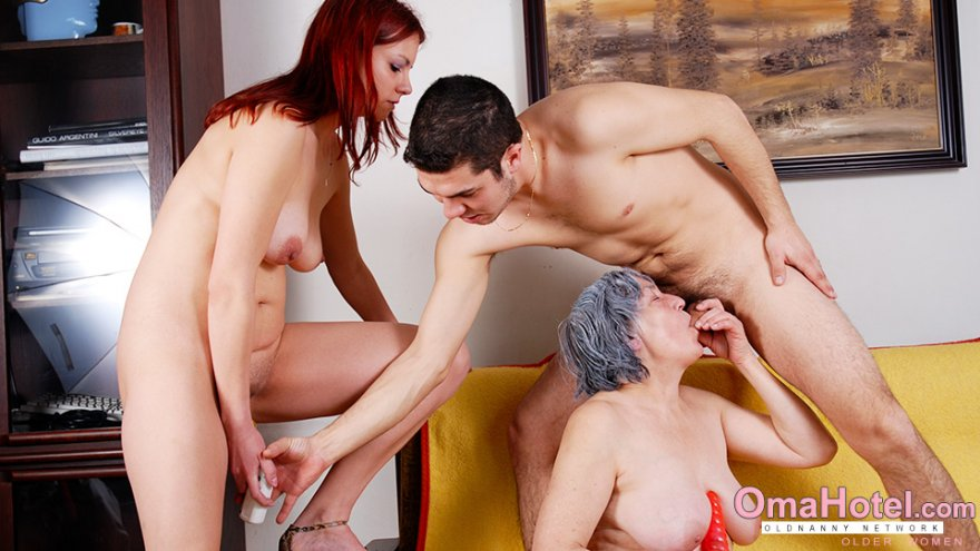 Threesome with granny Porn Photo