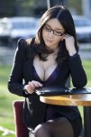 amateur photo Business woman cleavage