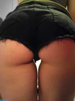 amateur photo Who wants some o[f] this ass?