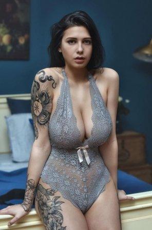 amateur photo Massive cleavage