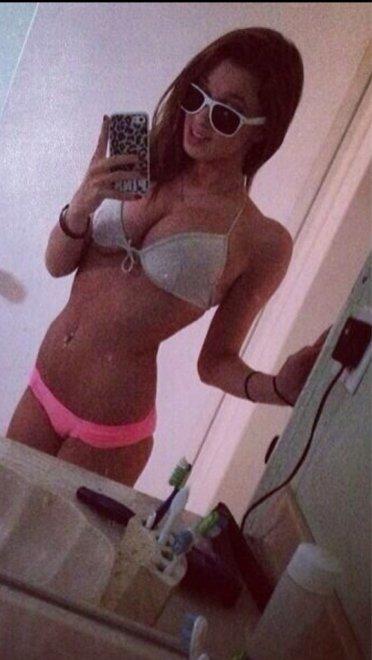 Bikini selfies are great Porn Photo