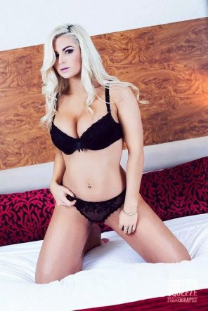 amateur photo Blonde on the bed