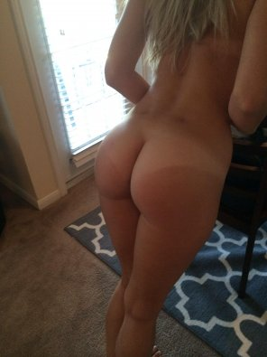 amateur photo Milf posing her ass
