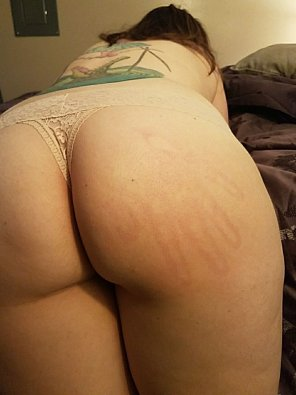 amateur photo Daddy left his handprint on his property. 28[f]