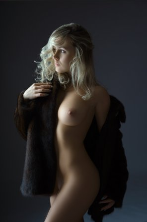 amateur photo Blondie in furs