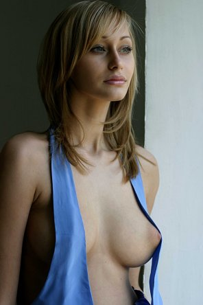 amateur photo This lovely babe's nipple is showing