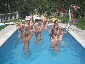 amateur photo Pool party!