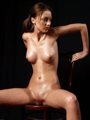 amateur photo Oiled brunette