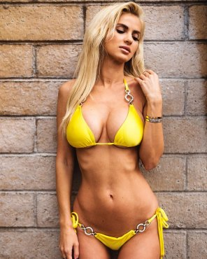 amateur photo Yellow bikini