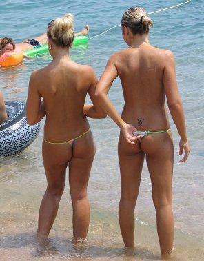 amateur photo Beach Floss....