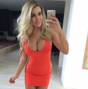 amateur photo Orange dress