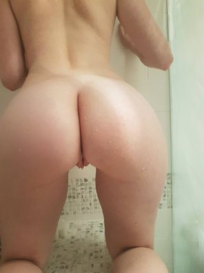 amateur photo So small that there's always room in the shower for company