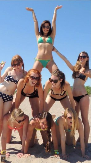 amateur photo Babe Pyramid 2