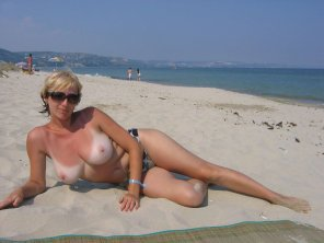 amateur photo MILF at the beach