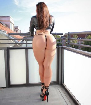 amateur photo The thick ass of Miss Mia Fit