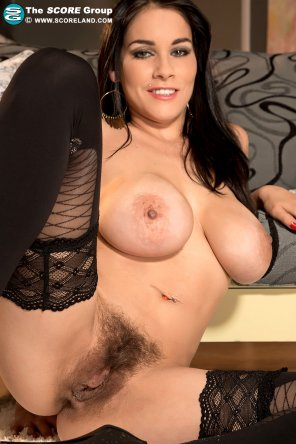 amateur photo Michel Lee showing off her bush