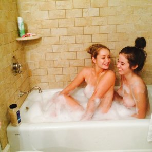 amateur photo Friendly bubble bath