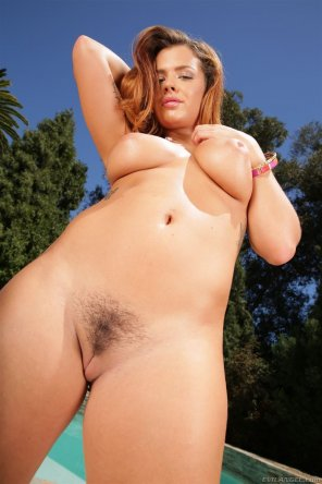 amateur photo Keisha Grey seen from below