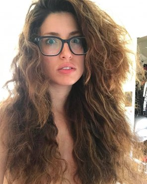amateur photo Tania Raymonde - hairbra
