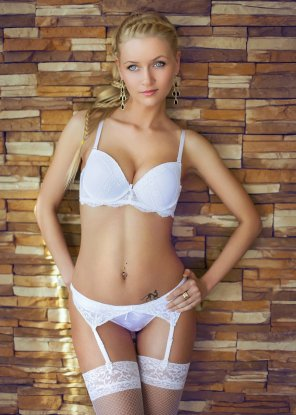 amateur photo Blonde in white