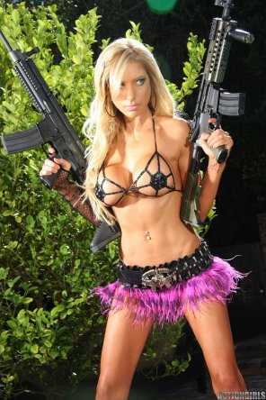 amateur photo Blonde Machinegun